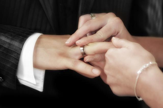 Falsi matrimoni per stare in Italia Fermate due sorelle tunisine
