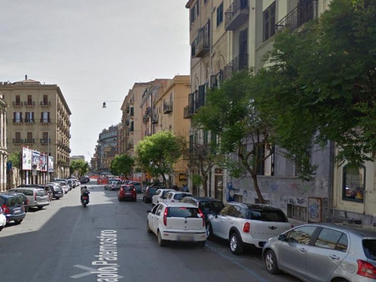 Calci e pugni per una borsa griffata. Arrestate due donne a Palermo